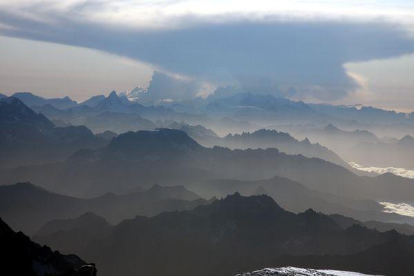 Wallis im Gewitter-vom Mont Blanc-Gipfel