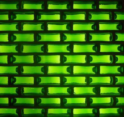 Wand aus Heinekenflaschen