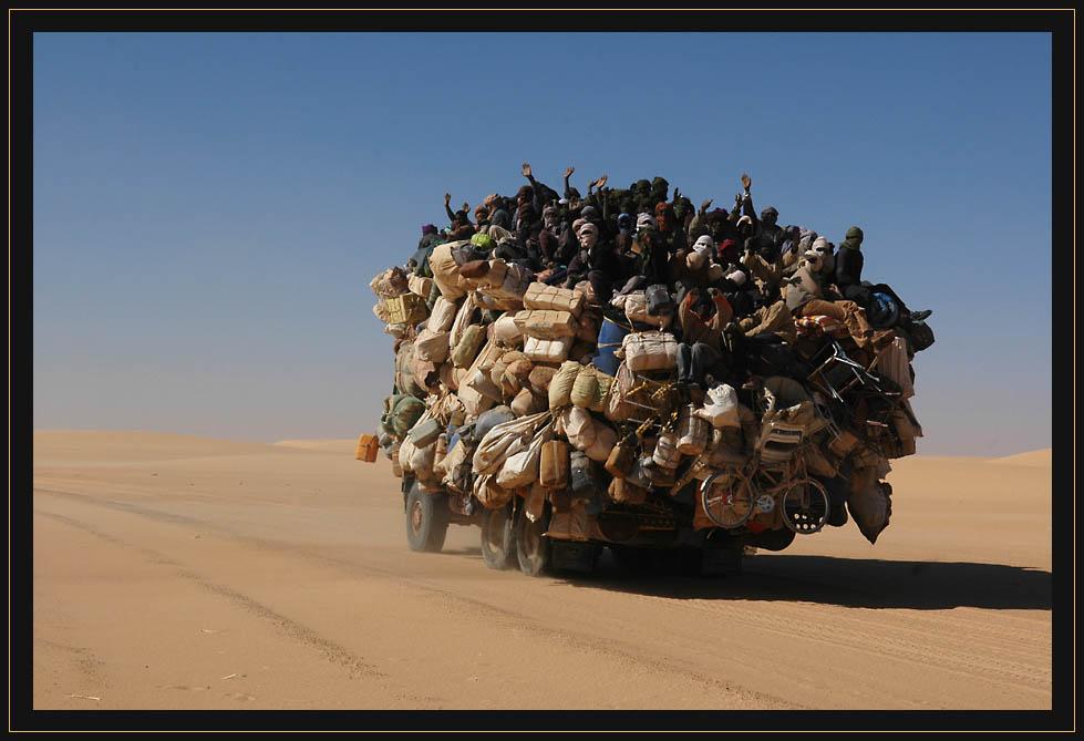 wanderarbeiter auf der heimreise aus libyen