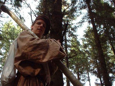 Wanderer im Mittelalter-Gewand