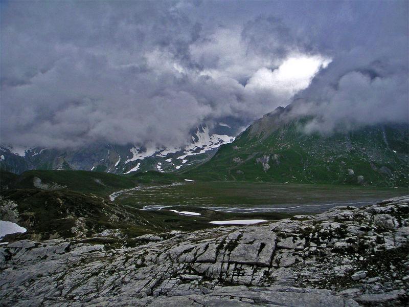Wanderung in der Surselva oberhalb Flims (Graubünden, Schweiz)