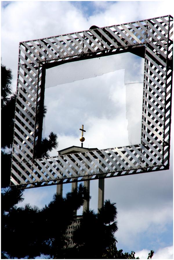 Wann fällt die Kirche aus dem Rahmen?