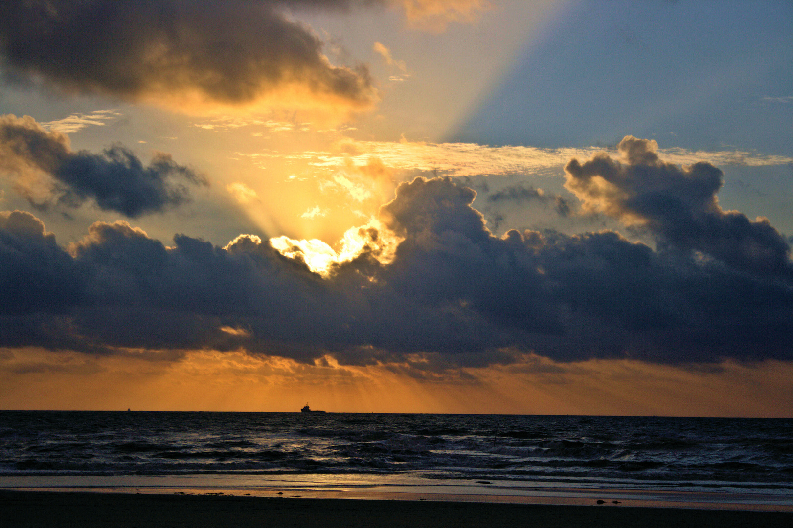 wann rei t der himmel auf foto bild landschaft. Black Bedroom Furniture Sets. Home Design Ideas