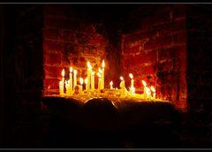 War eine Kerze an zünden... Trösten kostet Energie... Trauerarbeit ist hart...