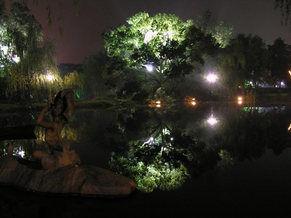 Warm night in Hangzhou