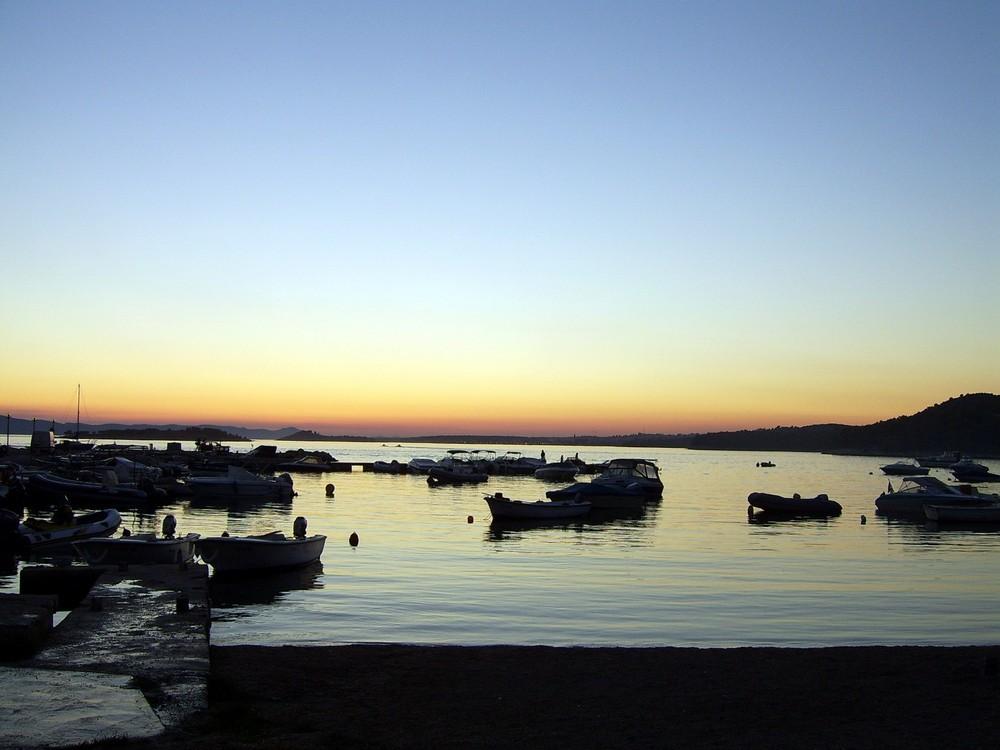 warmer abend am Hafen