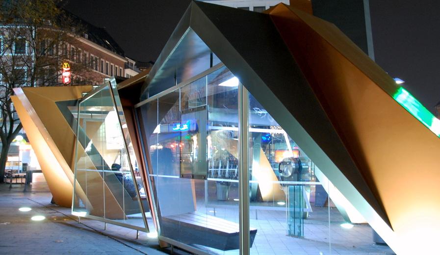 Wartehäuschen an der Bushaltestelle am Elisenbrunnen in Aachen