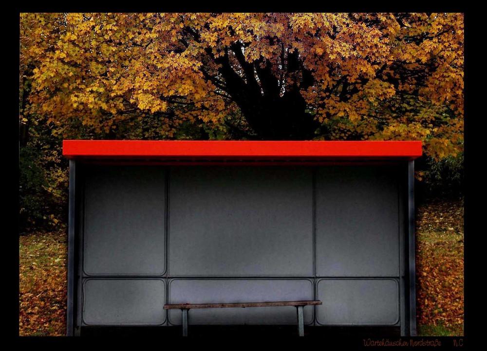 Wartehäußchen im Herbst