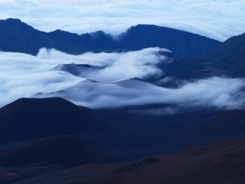warten am Haleakala Krater auf die warme Sonne