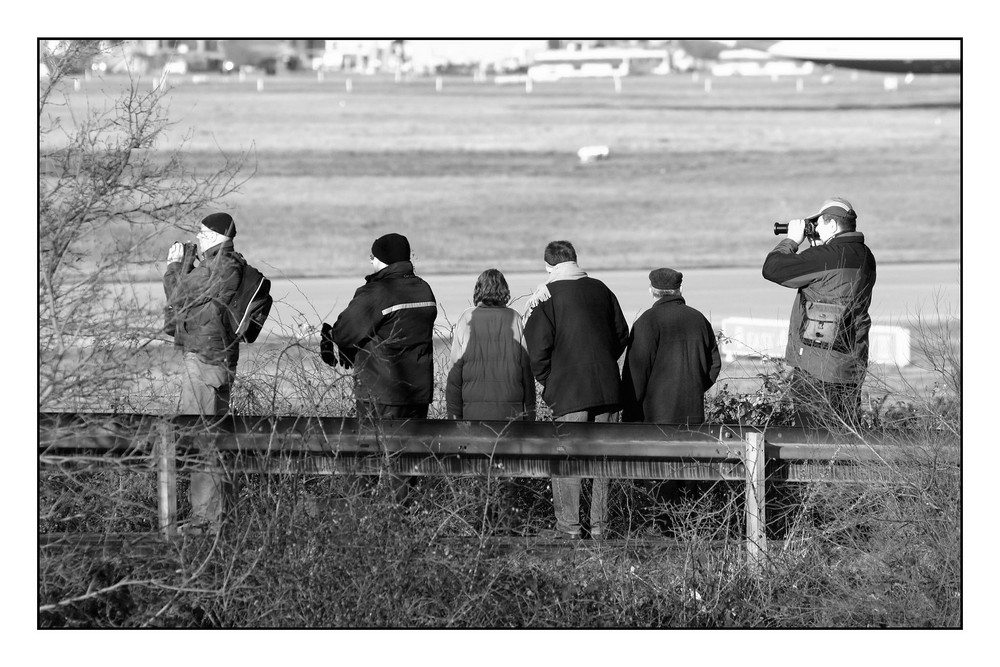 Warten auf das nächste Flugzeug