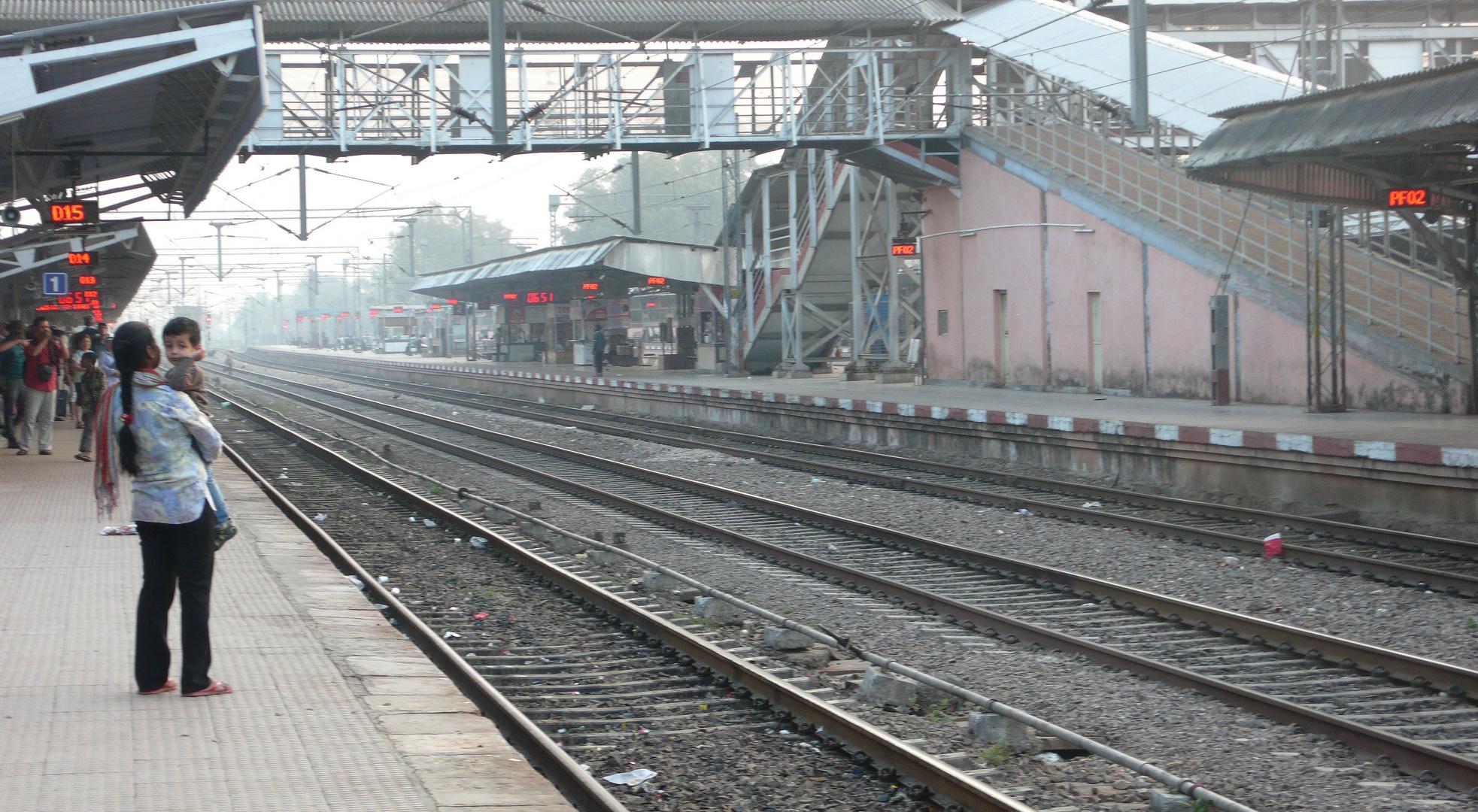 Warten auf den Zug in Ranthambore