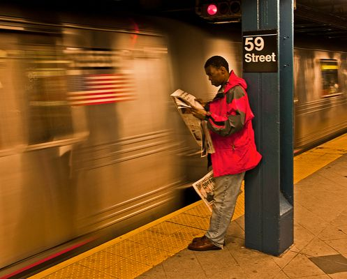 warten auf die nächste U-Bahn