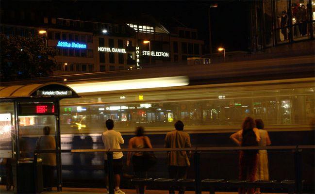 Warten auf die Straßenbahn(2)