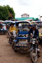 warten auf kundschaft III, laos 2010