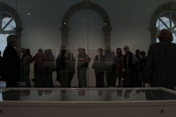 Warten hinter Glas