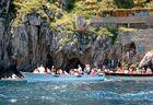 Warten vor der Blauen Grotte