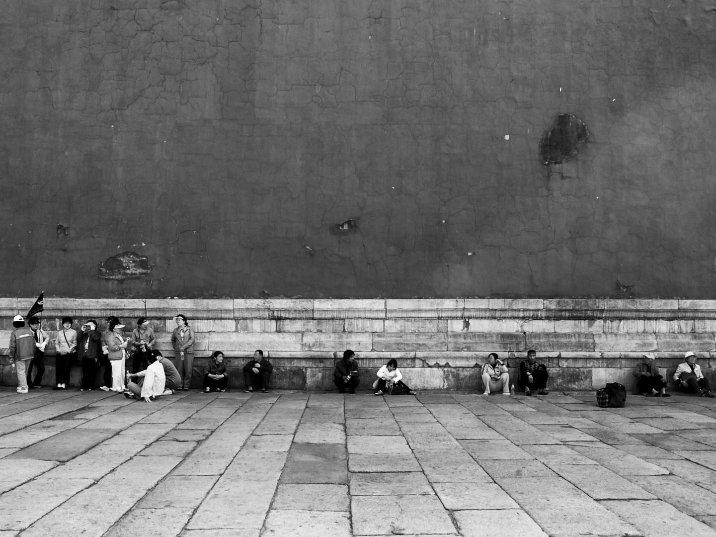Wartend vor dem Palast