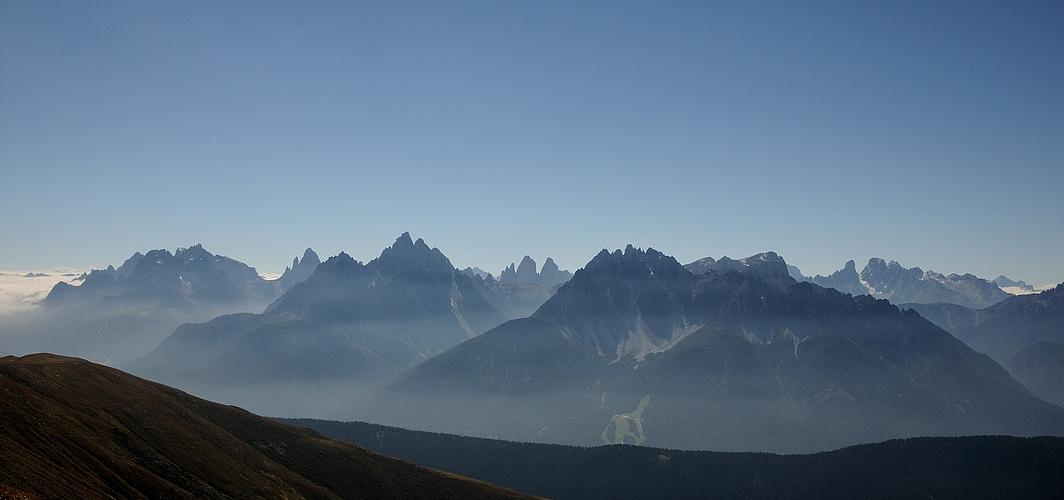 Was für eine Aussicht vom 2663 m hohen Pfannhorn. Die Sextener Dolomiten..