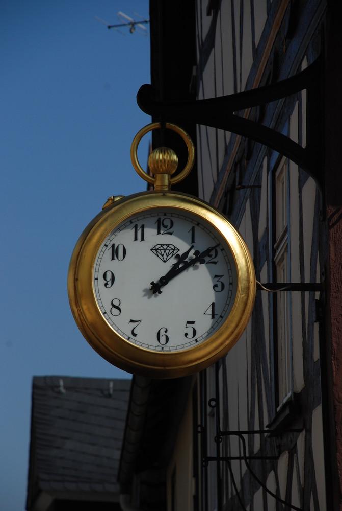Was hat die Uhr geschlagen??