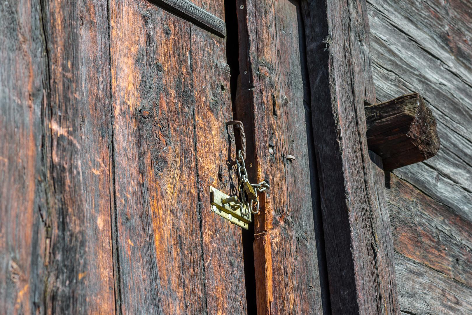 ... was wohl hinter dieser Tür verborgen ist....
