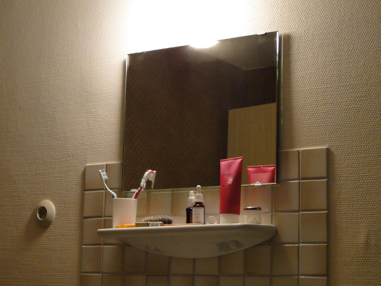 Waschecke oder Stillleben mit Zahnbürste...