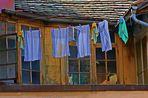 Waschtag in einem städtischen Hinterhof