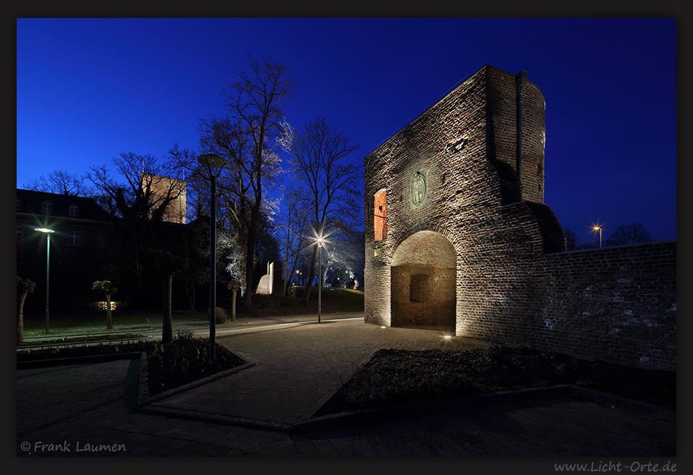 Wassenberg - Stadtmauer mit Bergfried