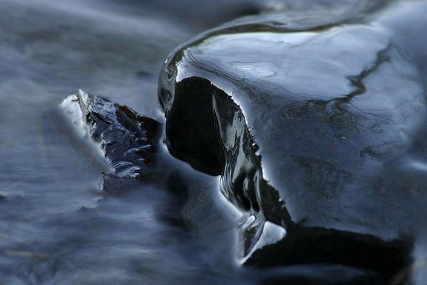 Wasser am Stein