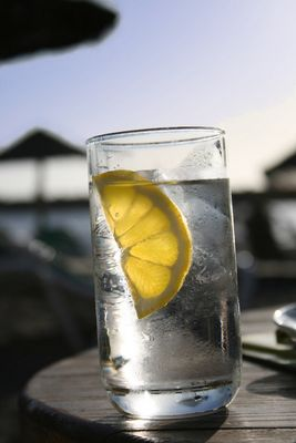 Wasser mit Zitrone