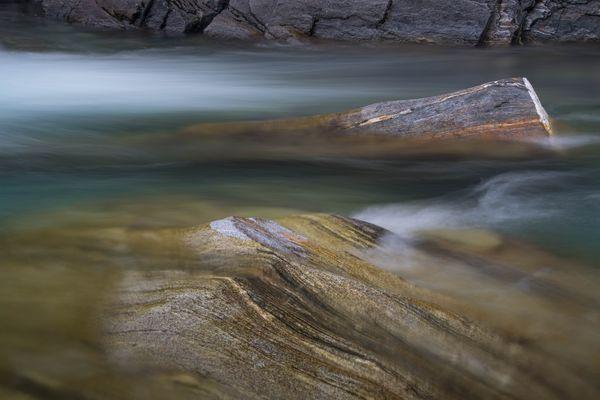 Wasser und Steine im Verzascatal