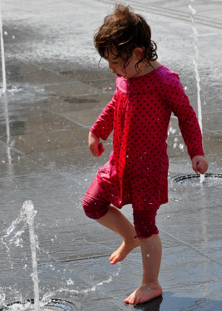 Wasser zieht an.