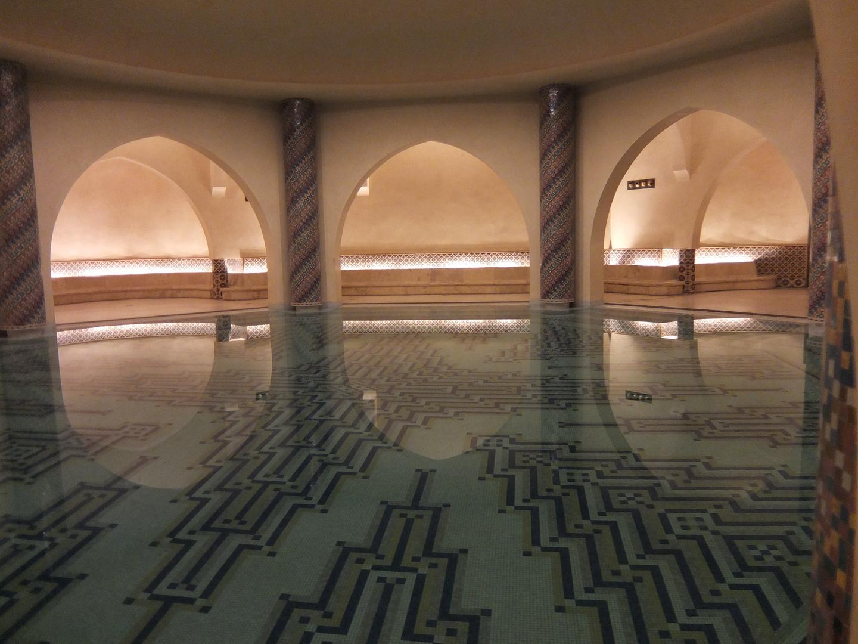 Wasserbecken im Hamam der Moschee Hassan II. in Casablanca