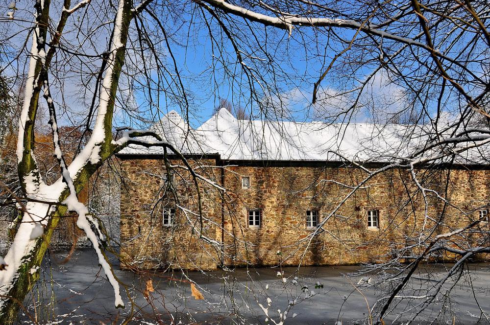 wasserburg haus graven langenfeld 1 foto bild architektur schl sser burgen. Black Bedroom Furniture Sets. Home Design Ideas