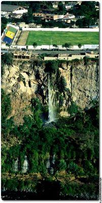 Wasserfälle bei Baños / Ecuador