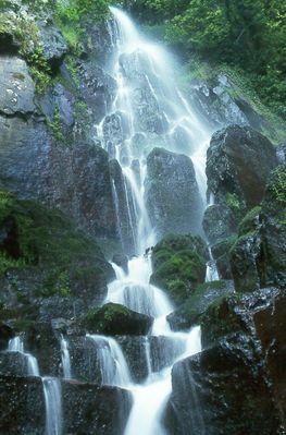 Wasserfall am Chateau Nideck im Elsaß
