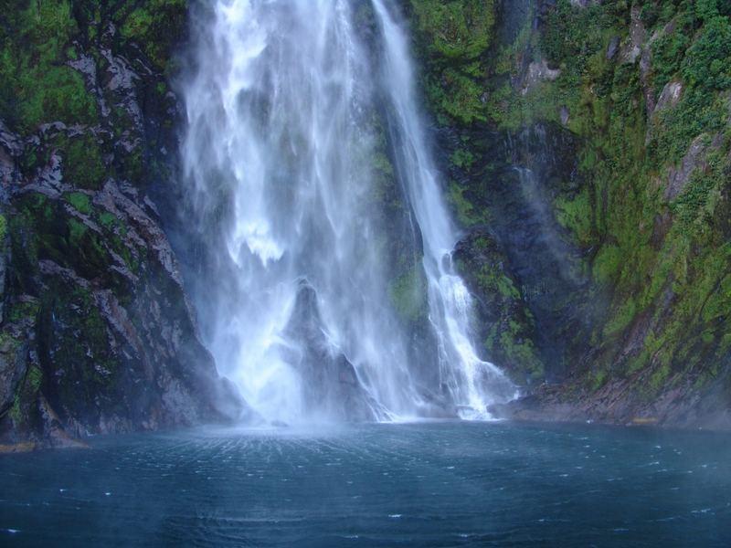 Wasserfall am Milford Sound Neuseeland