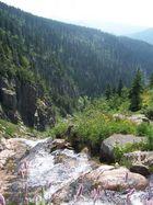 Wasserfall auf dem Berg