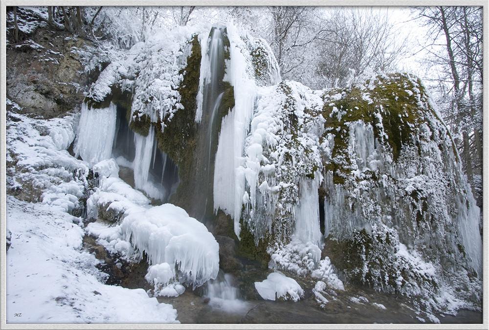 Wasserfall auf Eis