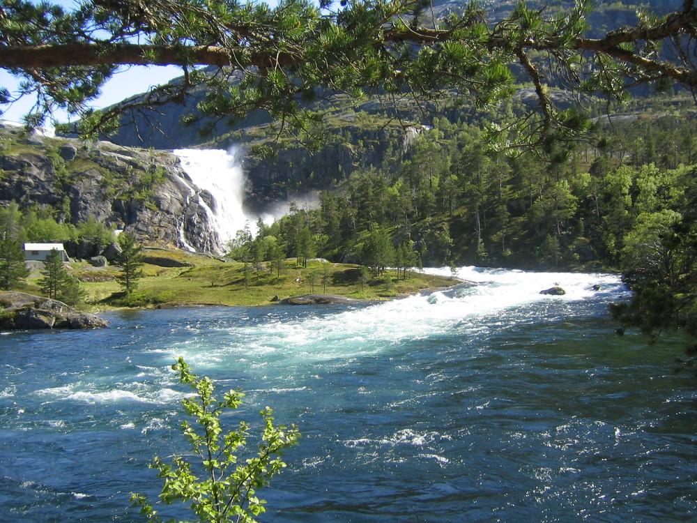 Wasserfall bei Kinsarvik