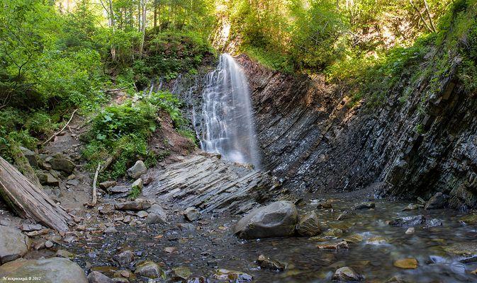 "Wasserfall ""Huk"" in Karpaten (Ukraine)"