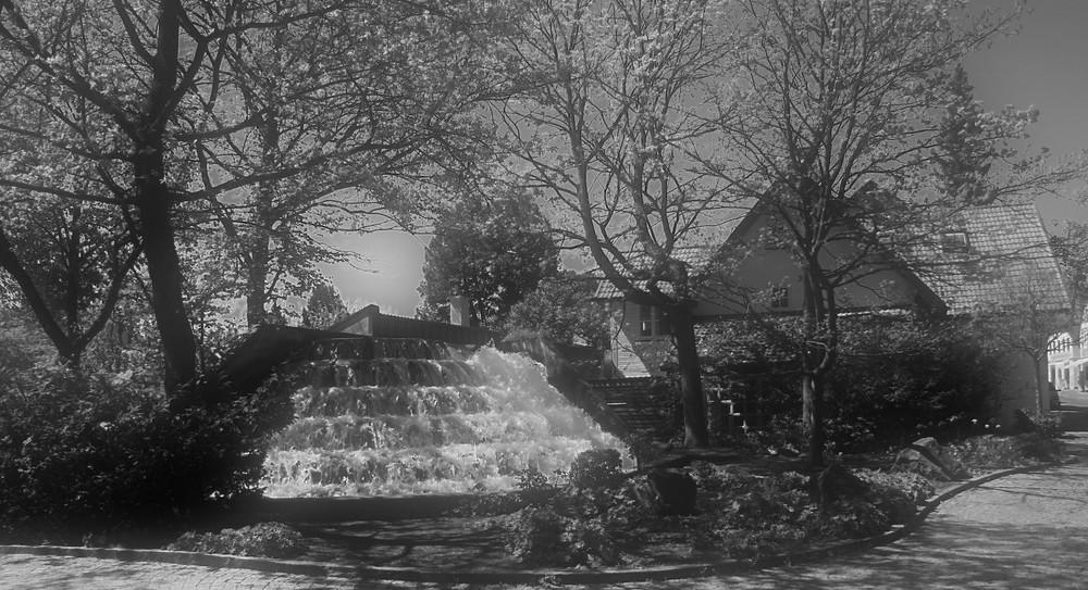 Wasserfall im Dorf