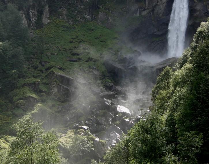 Wasserfall im Tessin