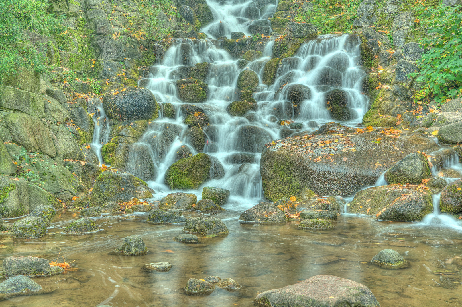 Wasserfall im Viktoriapark in Berlin Kreuzberg III