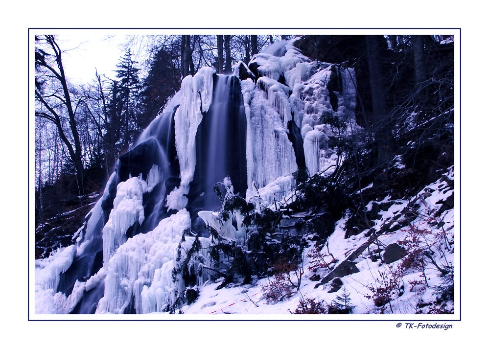 * Wasserfall im Winter *