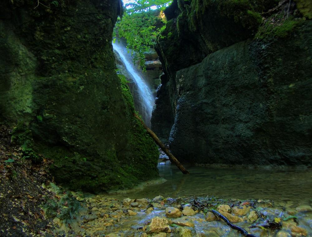 Wasserfall in der Teufelschlucht Schweiz