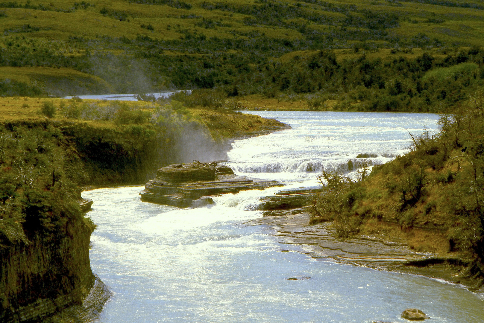 Wasserfall in Feuerland mit Gischt
