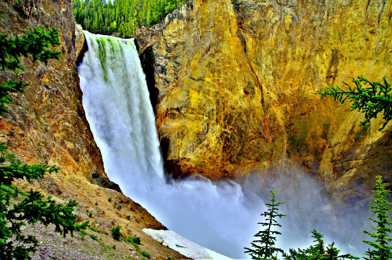 Wasserfall (Lower Falls) des Yellowstone Rivers im Yellowstone Nationalpark (Wyoming / USA)