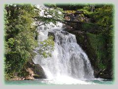 Wasserfall mit seiner ganzen Energie