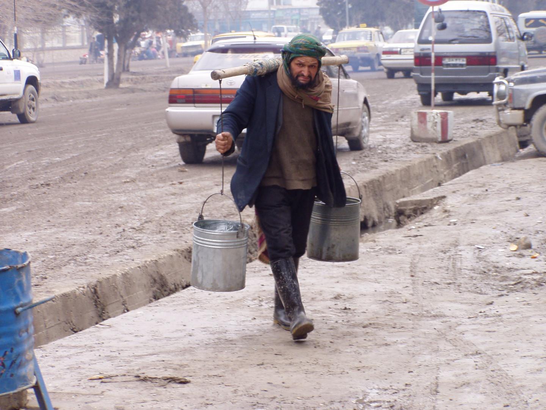 Wasserholen in einer Großstadt