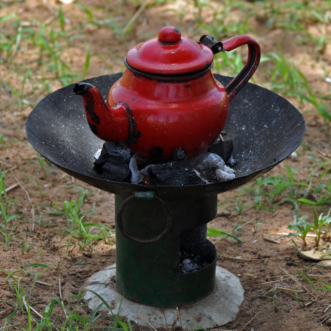Wasserkocher im Busch